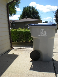 Photo of recycling cart at alley line